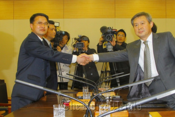 Koreas agree to continue study on volcanic threat