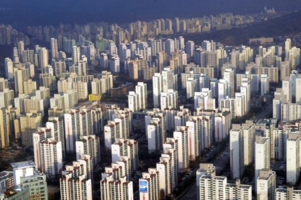 [News focus] 44% of Korea's tenants now rent