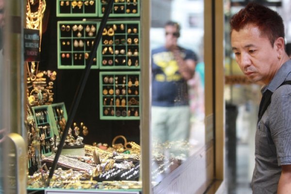 Fears about debt send gold price to record