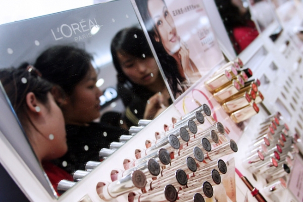 'Lipstick effect' hits China as economy slows