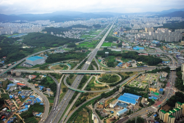 [Power Korea] Roads ― the arteries of development