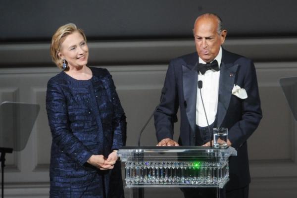 Fashion world applauds de la Renta ― and Clinton