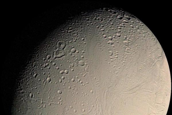 Gravitational tide the secret of Saturn's moon