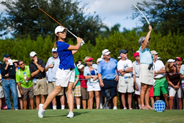 Lydia Ko makes pro debut with 71