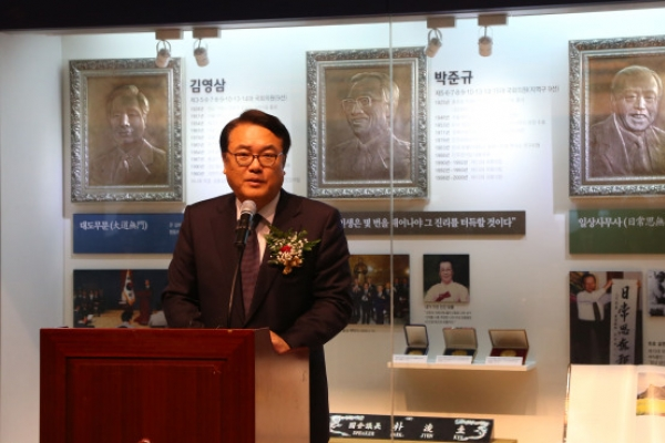 Assembly opens hall of records on constitutional history