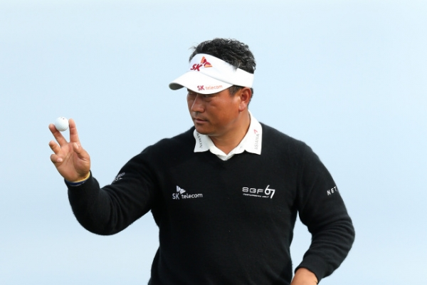 Walker in control at Pebble