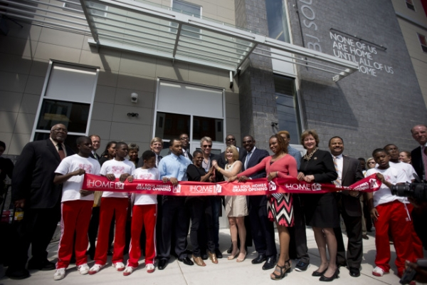 Bon Jovi helps open, fund low-income housing in Philly