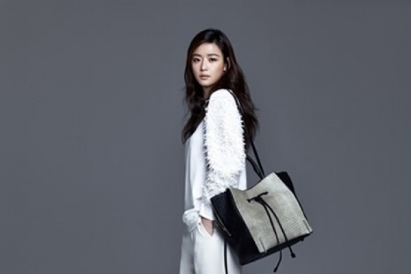 Jun Ji-hyun modeling for 'rouge and lounge'