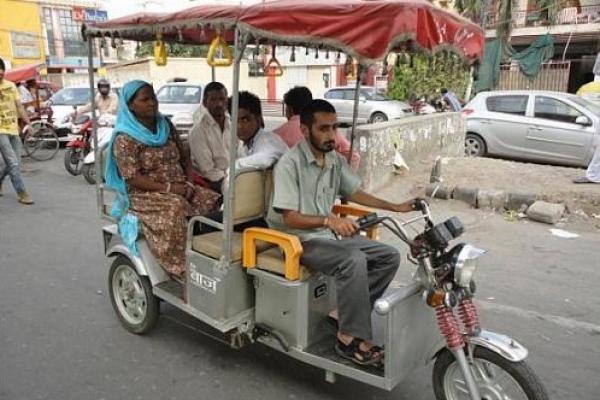 E-rickshaws take over New Delhi roads