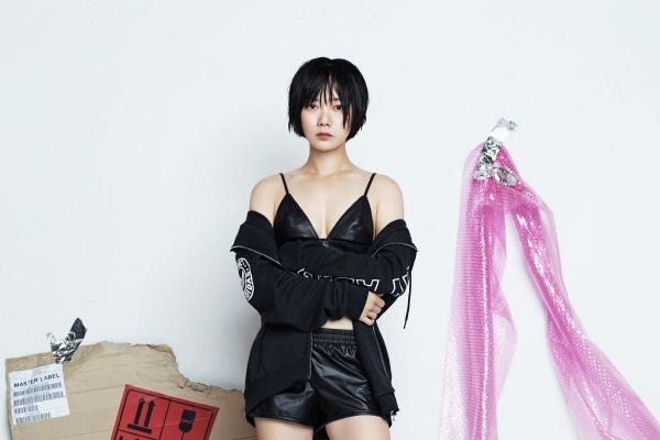 Bae Doo-na reveals sexy sporty look