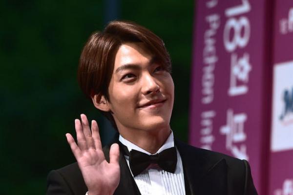 Hallyu stars' fashion hits film festival