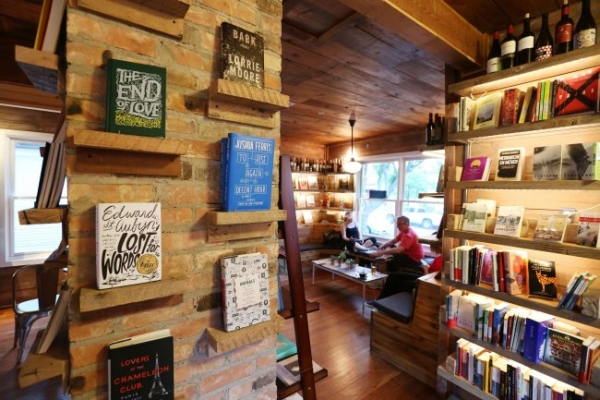 Spanish engineers create bookstore, hangout in Dallas