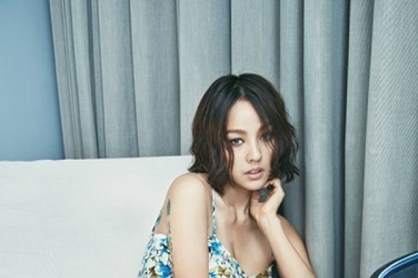 Lee Hyori keeps fame in sexy summer editorial