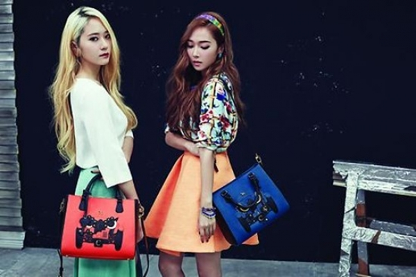 'Jung Sisters' Jessica and Krystal modeling for lapelette