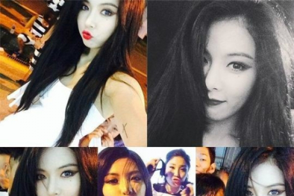 HyunA puckers up for selfies