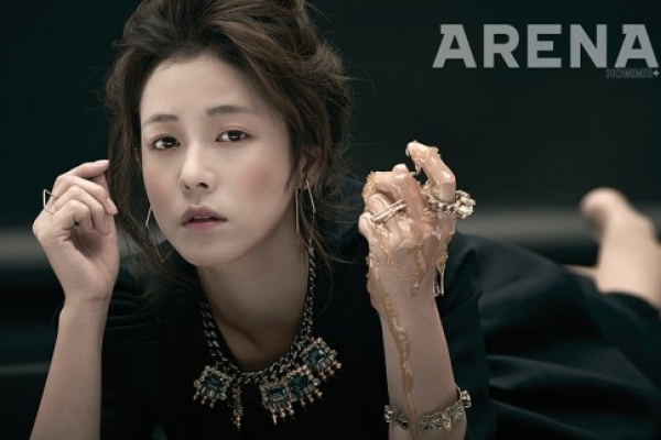 Kyung Su-jin goes 'gracefully sexy'