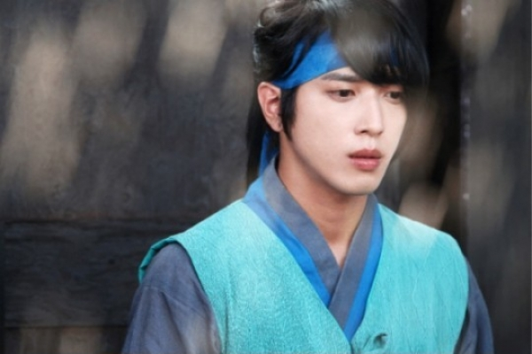 Jung Yong-hwa seizes China's heart with 'Three Musketeers'