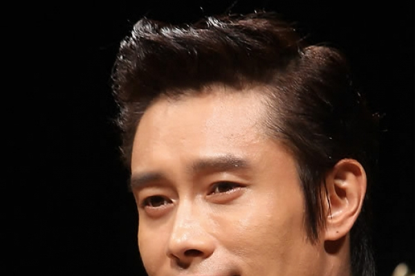 Two women charged with threatening top actor Lee Byung-hun