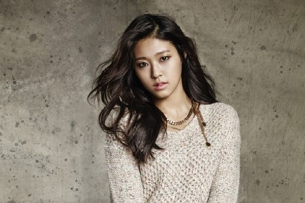 AOA Seolhyun in sexy jeans editorial