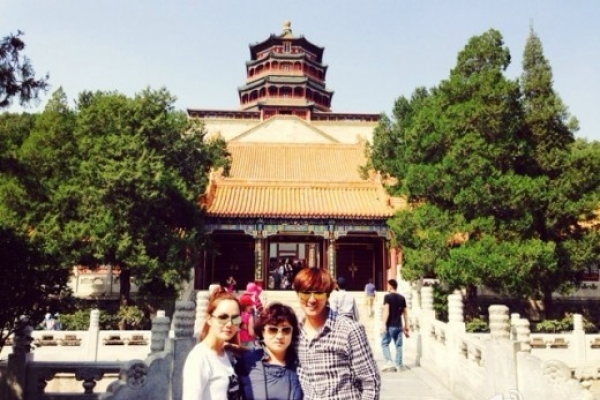 Chaerim visits Summer Palace with Gao Ziqi's mother