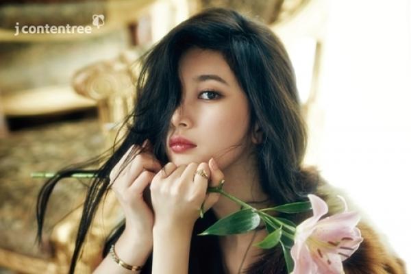 Suzy boasts feminine and graceful charm