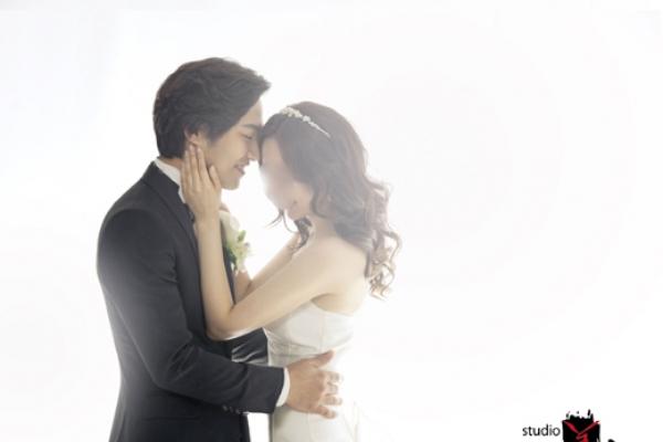Actor Jin Goo ties knot