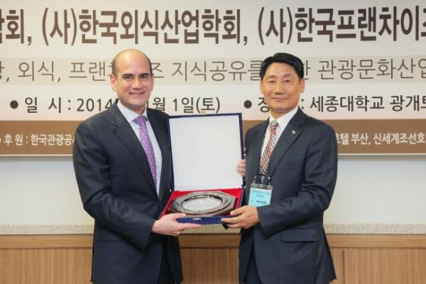 Millennium Seoul Hilton's general manager receives tourism prize