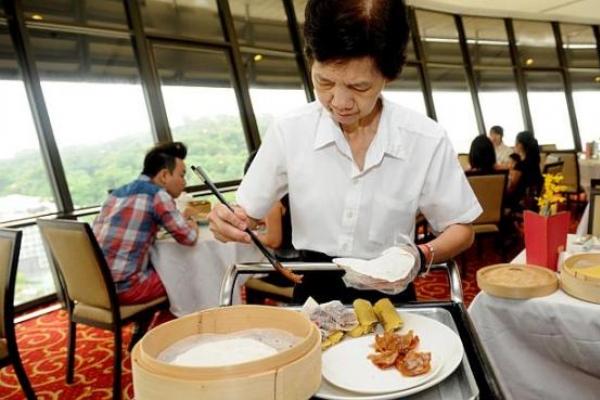 Restaurants bring back tableside service despite labor crunch