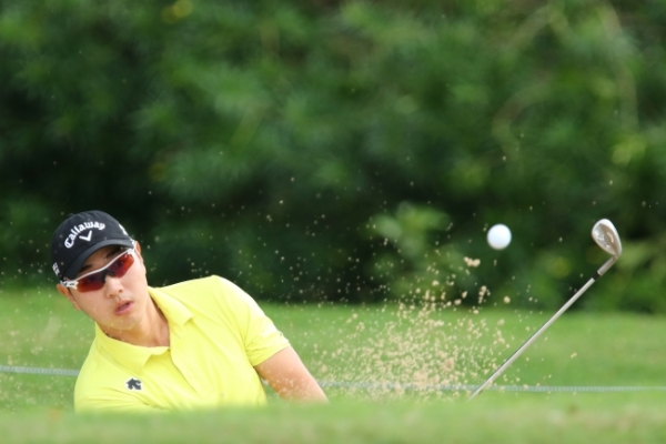 Casey, Simpson tied for lead at Sony Open