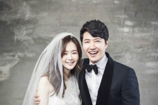 Yoon Sang-hyun, Maybee unveil wedding portraits