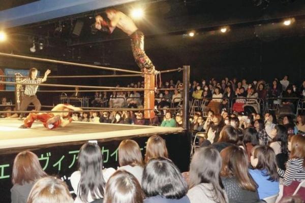 Japanese women flocking to pro-wrestling matches