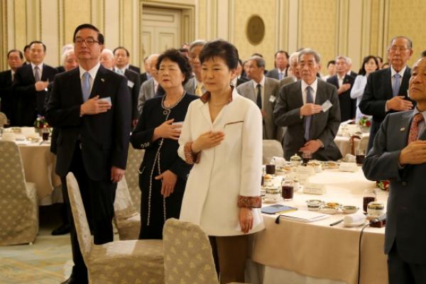 Park in dilemma over Aug. 15 speech
