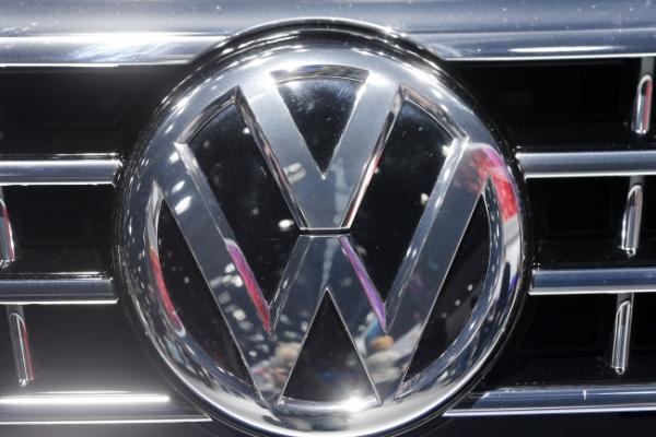 [Newsmaker] Volkswagen slams into false emissions scam