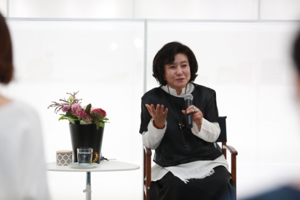Lee Yong-hee retrospective: Forty years of making hanbok