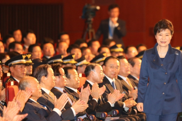 Park urges police to prepare for unification era