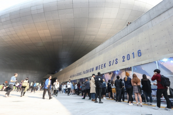 [Reporter's column] Seoul Fashion Week has a long way to go
