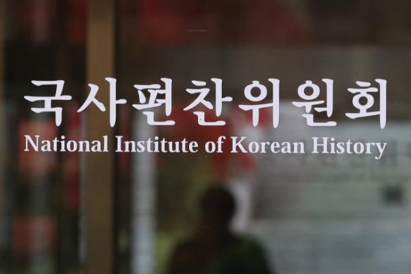 History spat roils education scene