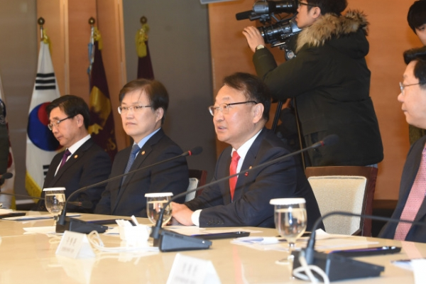 Ministers call for more corporate investment, hiring