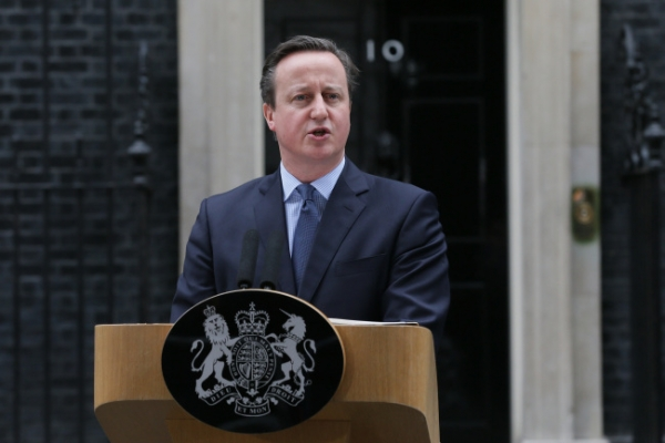 Cameron warns on Brexit risks as sterling plunges