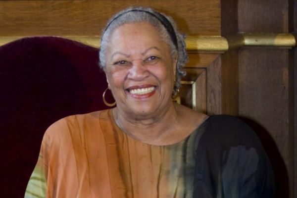 Toni Morrison receives $25,000 honorary award from PEN