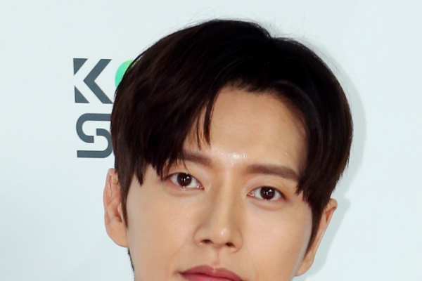 Park Hae-jin wins best male actor award in China