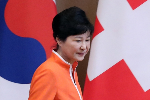Park to leave for Mongolia for ASEM summit, bilateral talks