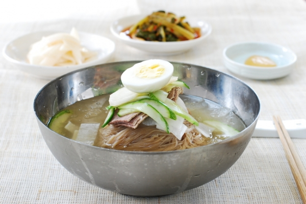 [Home Cooking] Mul naengmyeon (noodles in cold broth)