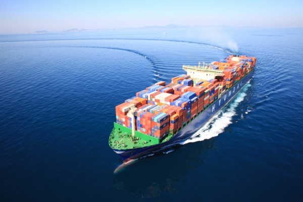 Gov't, KDB to boost HMM to flagship shipper: report