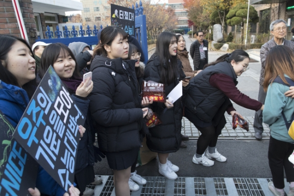 606,000 students take college entrance exam