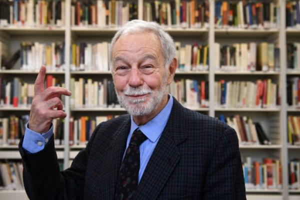 Spanish author Mendoza wins 2016 Cervantes literature prize