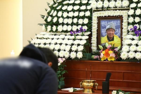 S. Korean dies after setting himself ablaze over Japan deal