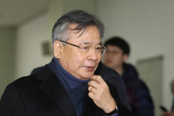 Special prosecutors delay decision on Samsung heir's arrest