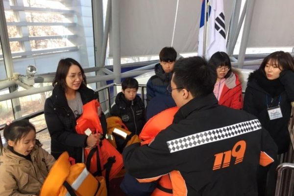 Learning to escape sinking ship at Gwangnaru Safety Experience Center