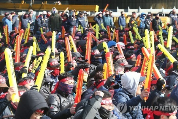 Hyundai Heavy union launches strike ahead of spinoff decision